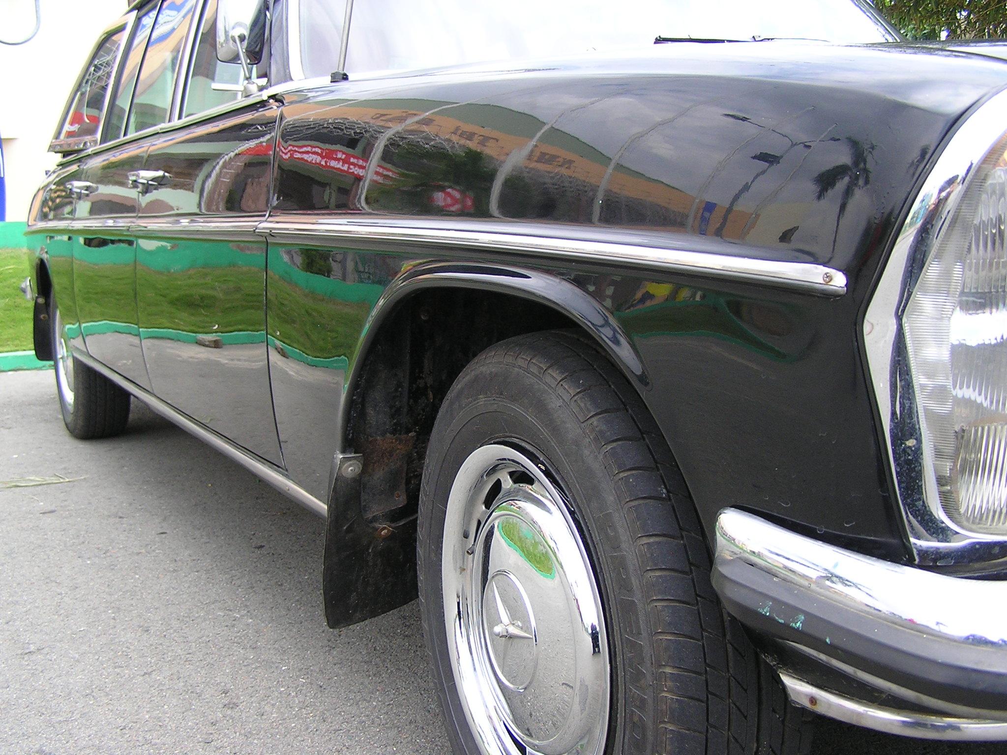 Trai-nghiem-qua-khu-ngot-ngao-tren-Mercedes-Benz-Limousine-230E-1969-anh-3