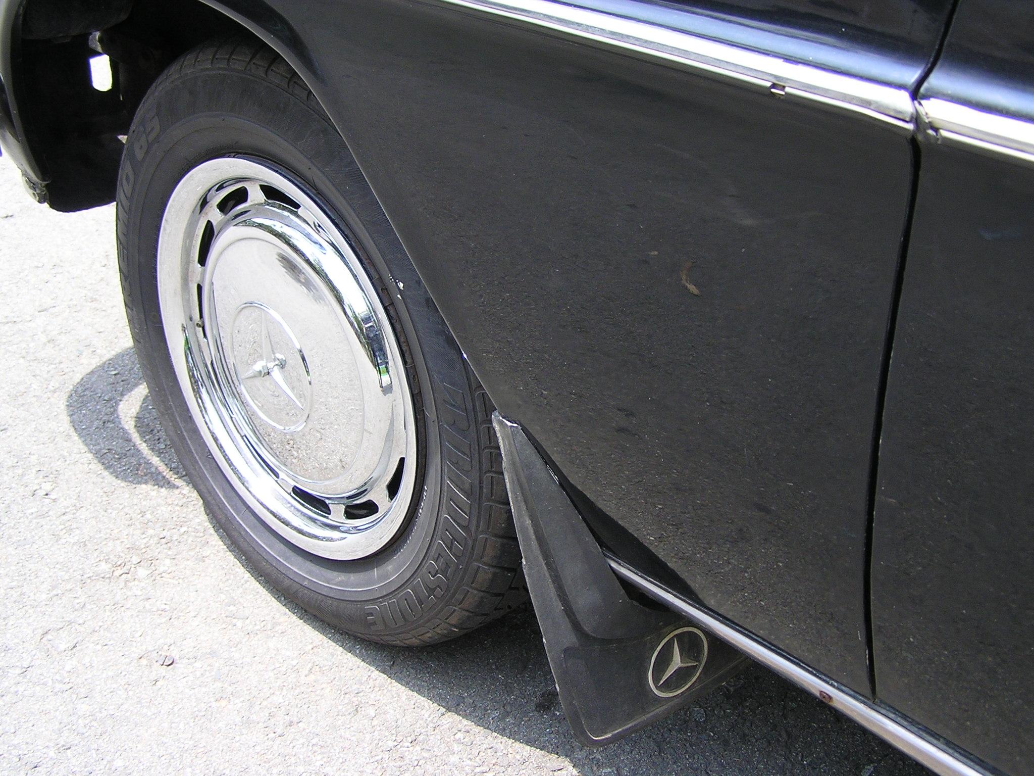 Trai-nghiem-qua-khu-ngot-ngao-tren-Mercedes-Benz-Limousine-230E-1969-anh-13