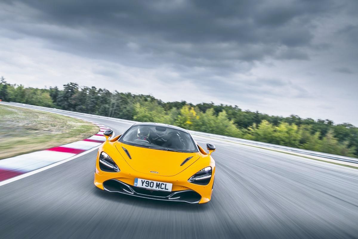 Goi-do-Track-Pack-bien-McLaren-720S-thanh-xe-dua-do-thi-anh-8