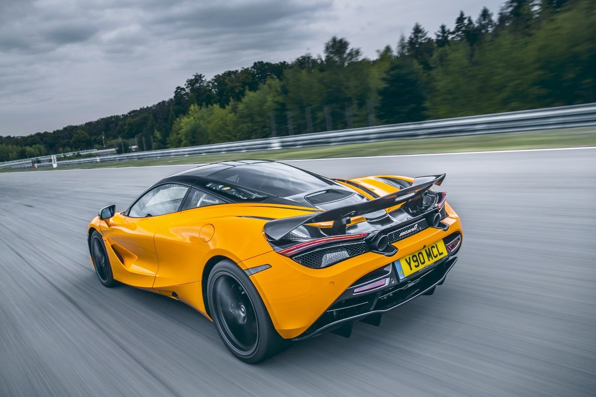 Goi-do-Track-Pack-bien-McLaren-720S-thanh-xe-dua-do-thi-anh-6