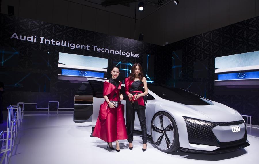 Hinh-anh-cac-dai-su-Audi-tai-trien-lam-ABE-Singapore-2018-anh-1