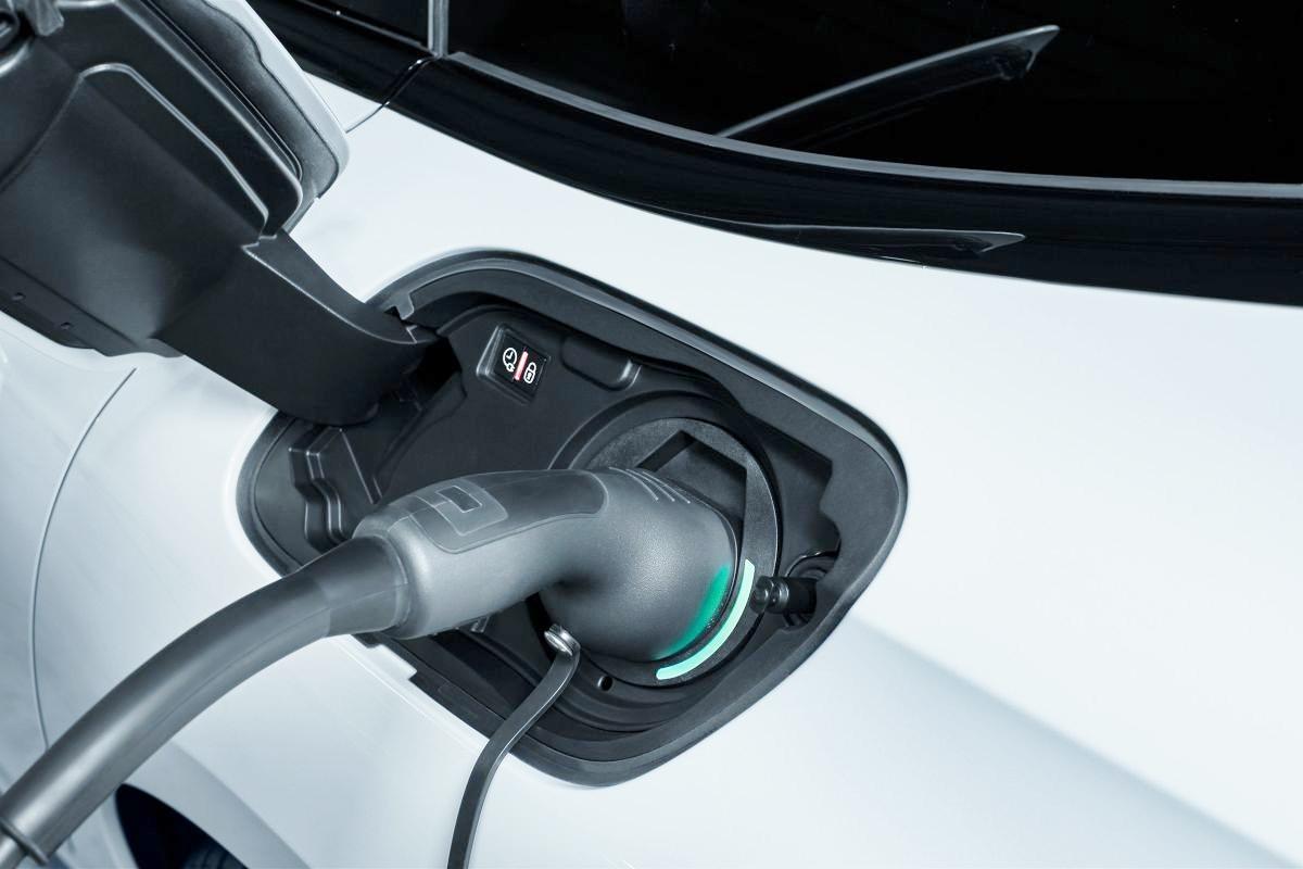 Xe-dien-xang-Peugeot-508-R-PHEV-manh-hon-350-ma-luc-anh-2