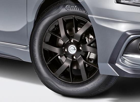 Nissan-Almera-thoi-trang-hon-voi-goi-do-xe-Black-Series-anh-5