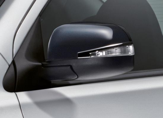 Nissan-Almera-thoi-trang-hon-voi-goi-do-xe-Black-Series-anh-6