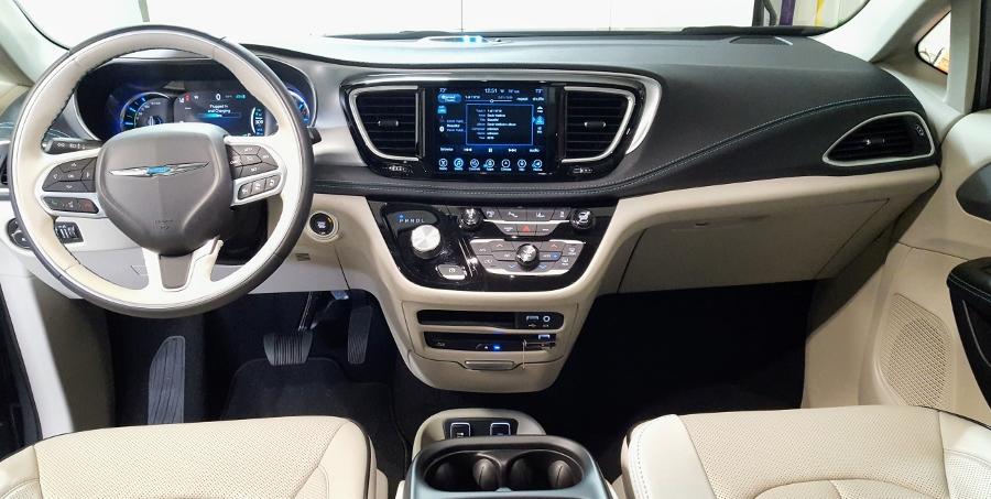 Top-xe-hap-dan-nhat-2018-Chrysler-Pacifica-PHEV-Dash-anh-2