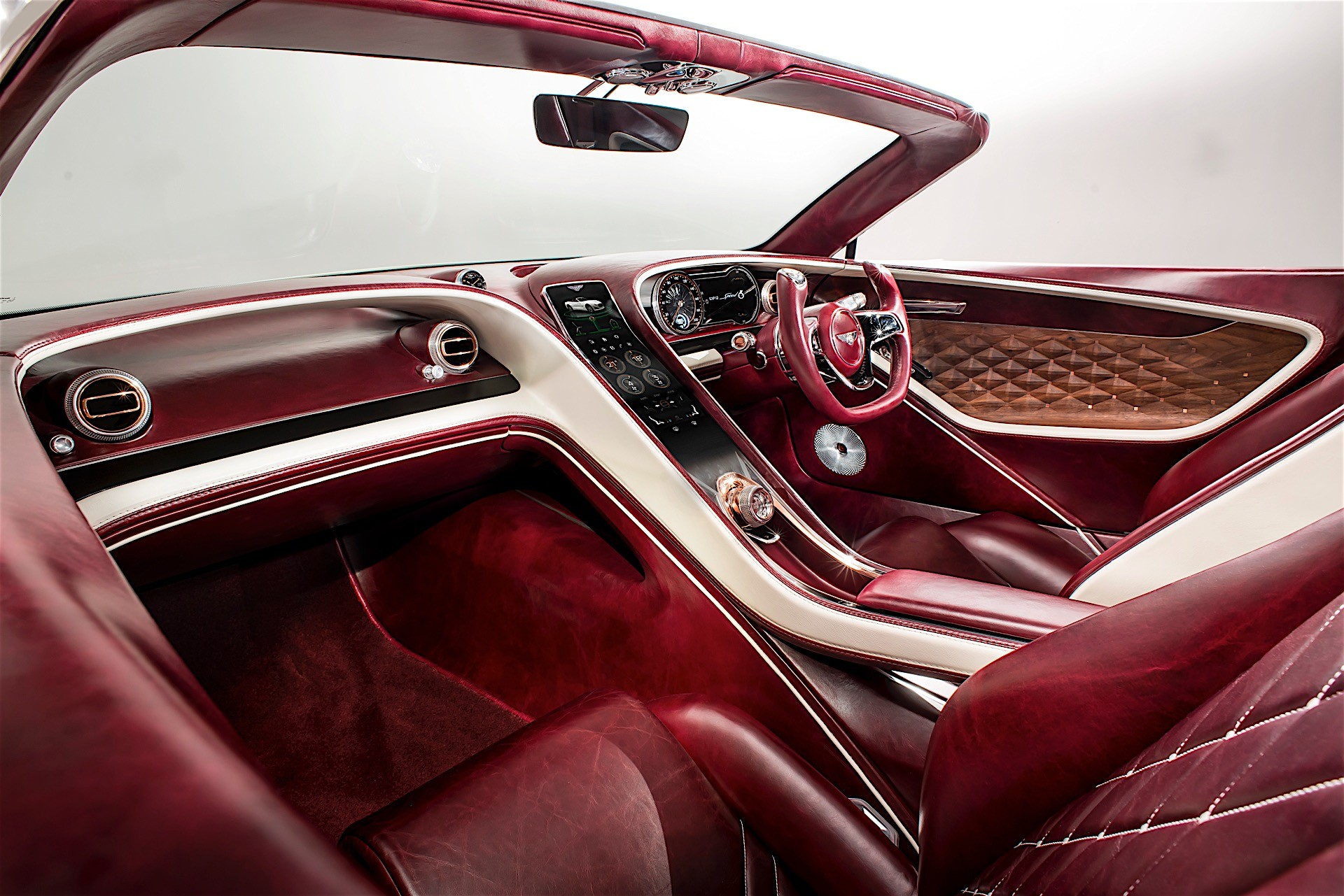 Bentley-gui-thong-diep-moi-voi-xe-dien-anh-5