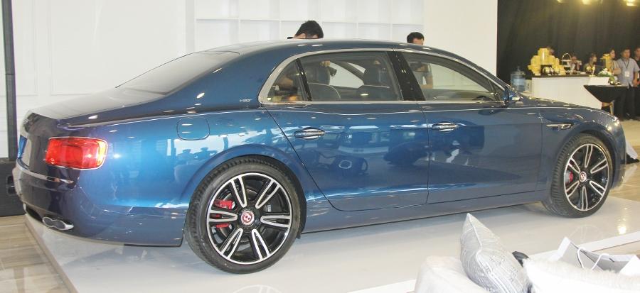 Ra-mat-sedan-sieu-sang-Bentley-gia-16-868-ty-dong-tai-TPHCM-anh-2