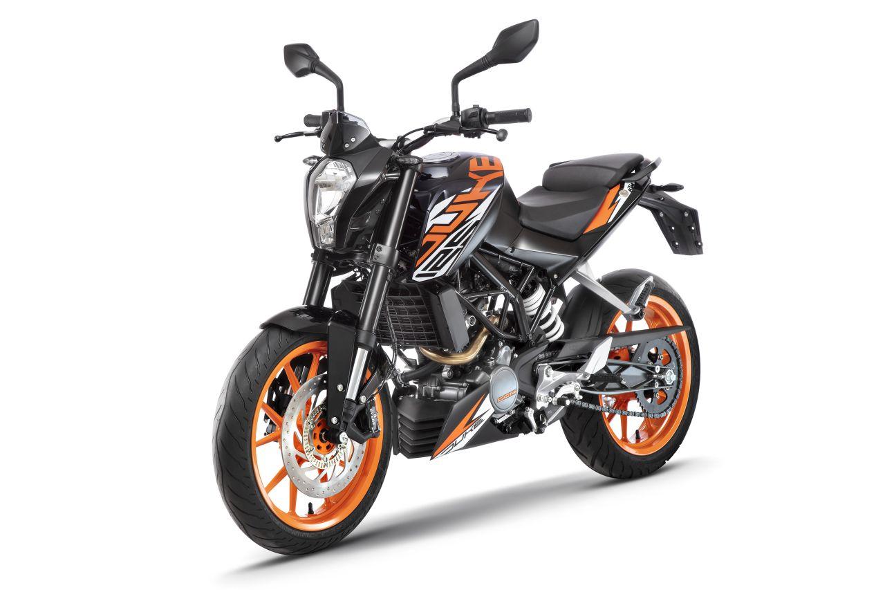 KTM-125-Duke-2018-vung-tay-lai-hon-nho-ABS-anh-2