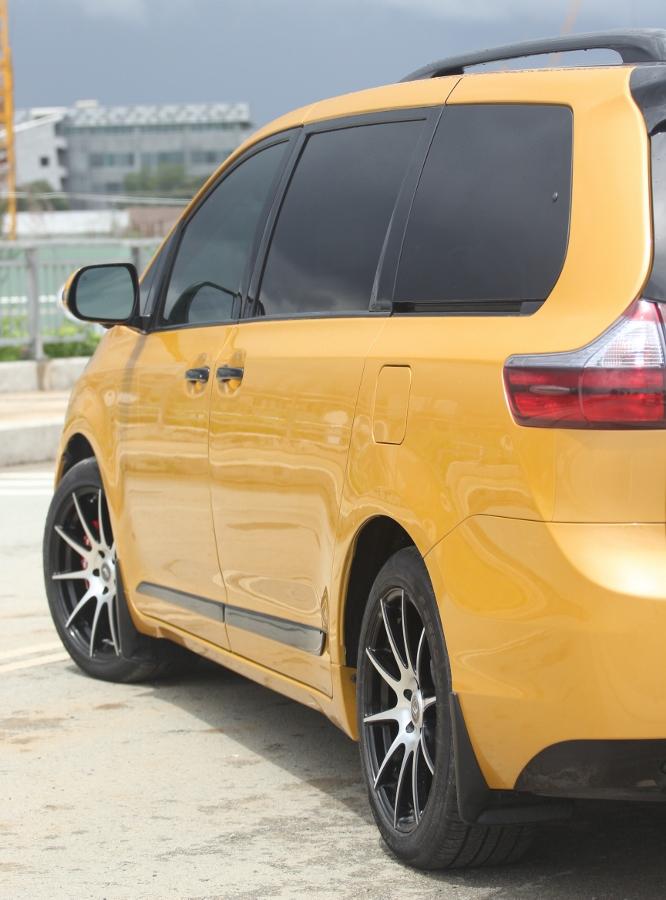 Toyota-Sienna-2010-lam-dep-tu-ngoai-vao-trong-anh-10