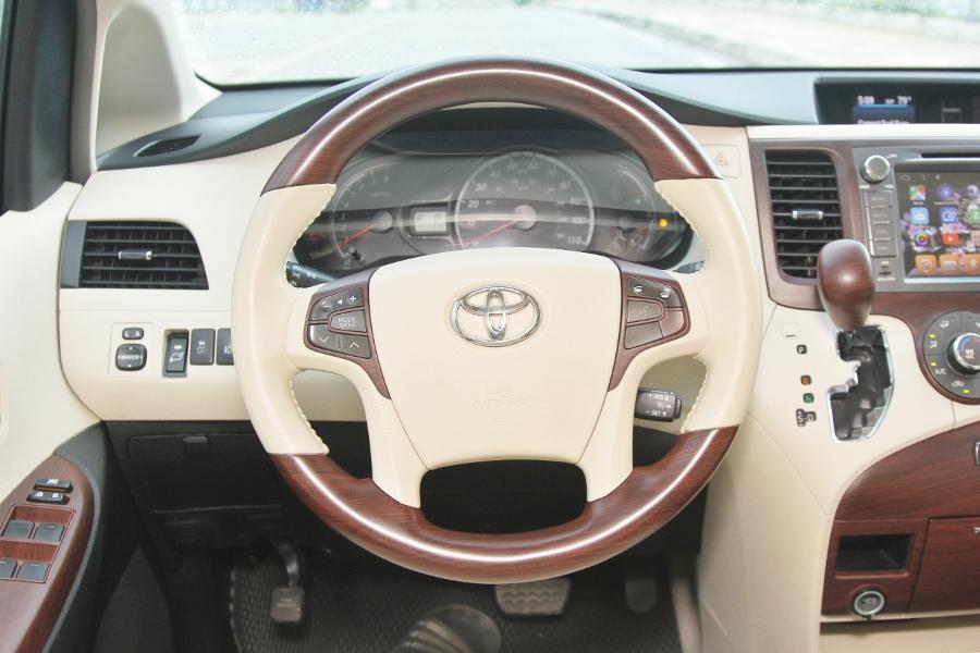 Toyota-Sienna-2010-lam-dep-tu-ngoai-vao-trong-anh-20