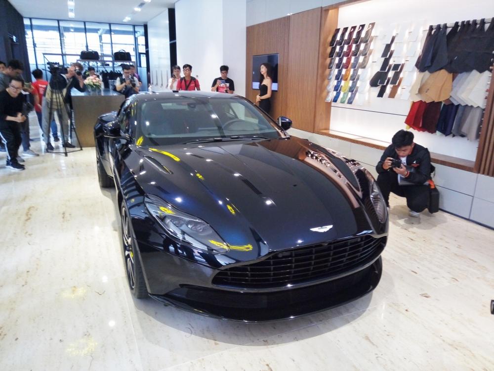 Ra-mat-Aston-Martin-DB11-V8-tai-TPHCM-anh-1