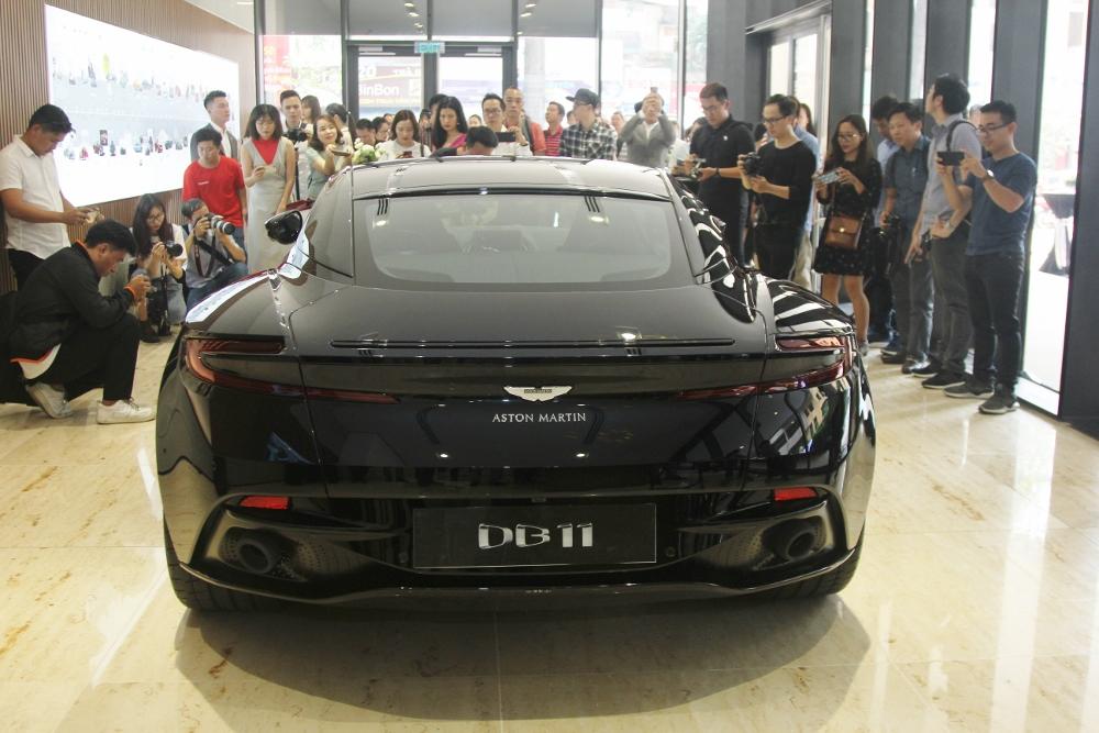 Ra-mat-Aston-Martin-DB11-V8-tai-TPHCM-anh-2
