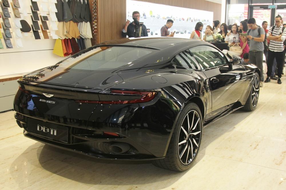Ra-mat-Aston-Martin-DB11-V8-tai-TPHCM-anh-3