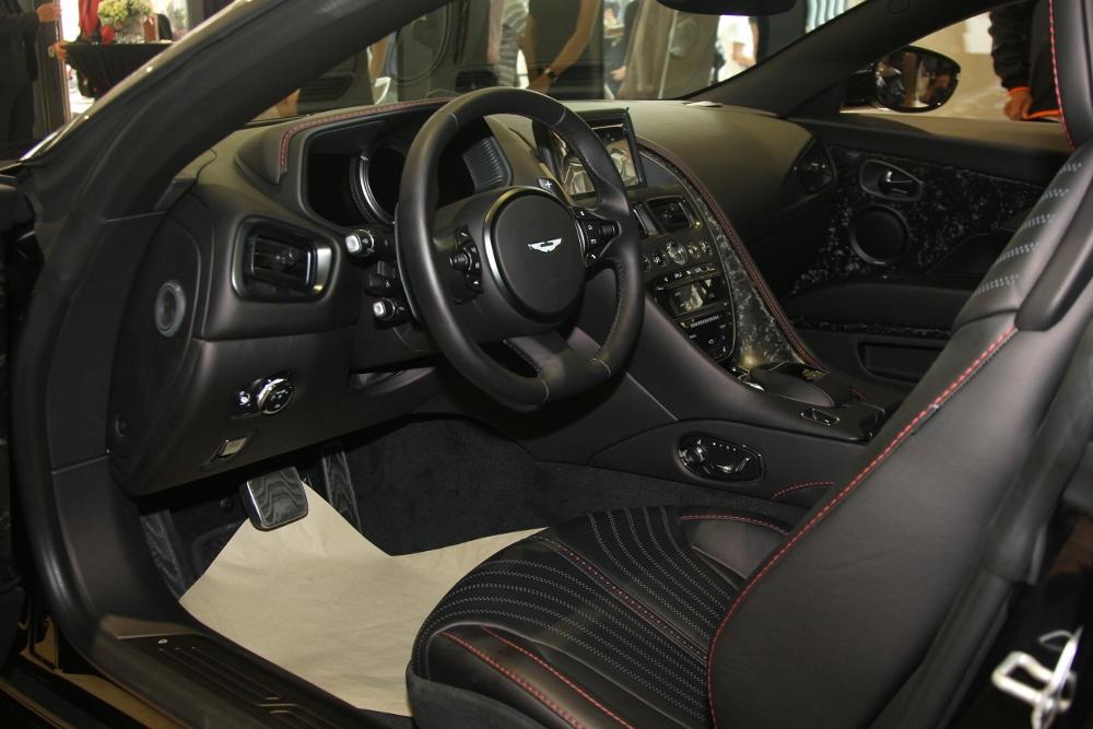 Ra-mat-Aston-Martin-DB11-V8-tai-TPHCM-anh-4