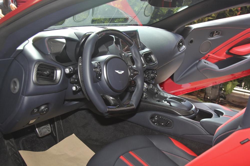 Ra-mat-Aston-Martin-Vantage-V8-tai-TPHCM-anh-4