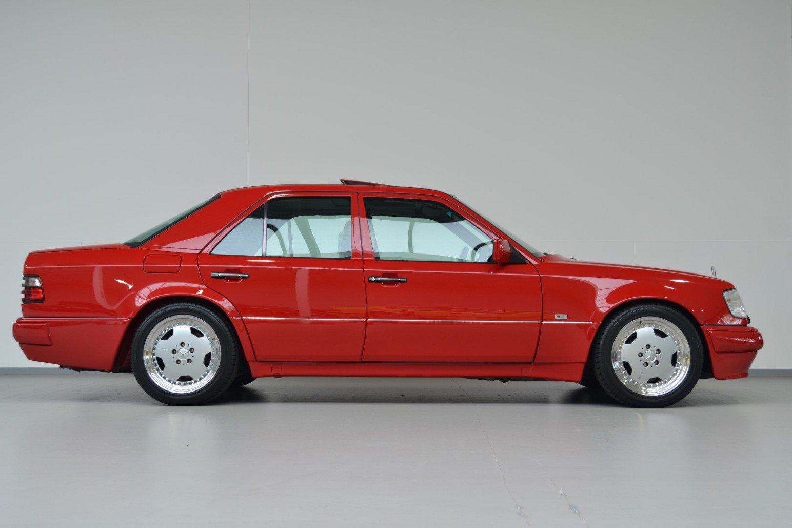 Mercedes-Benz-E60-AMG-anh-5