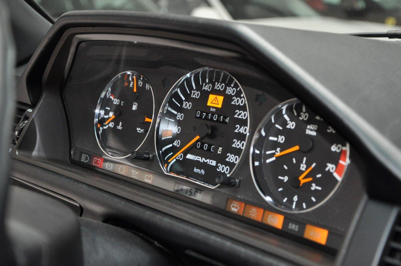 Mercedes-Benz-E60-AMG-anh-8