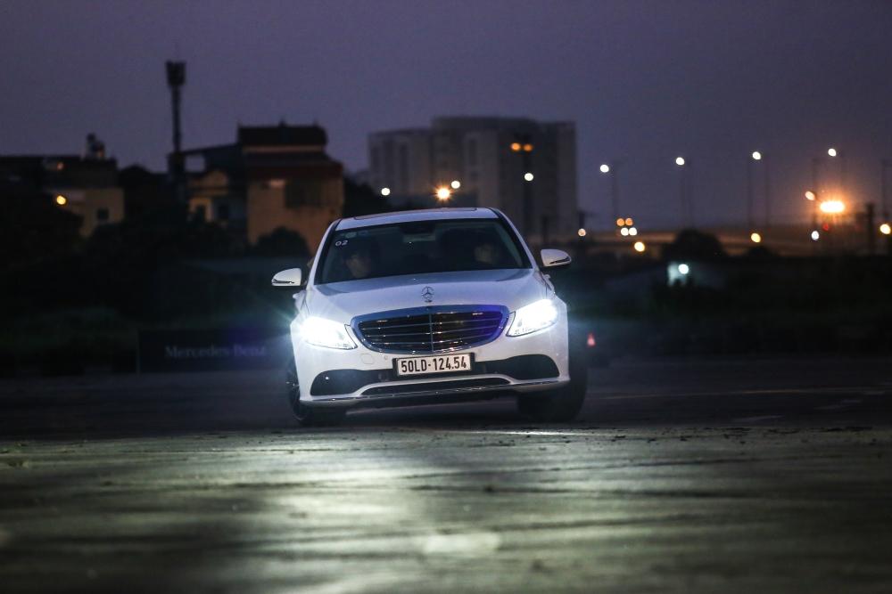 Mercedes-Benz-voi-cong-nghe-Multibeam-tai-MBDA-2019-san-bay-Gia-Lam-Ha-Noi-anh-1