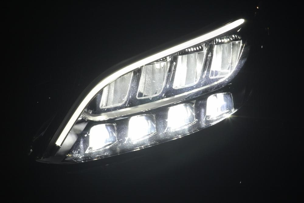 Mercedes-Benz-voi-cong-nghe-Multibeam-tai-MBDA-2019-san-bay-Gia-Lam-Ha-Noi-anh-11
