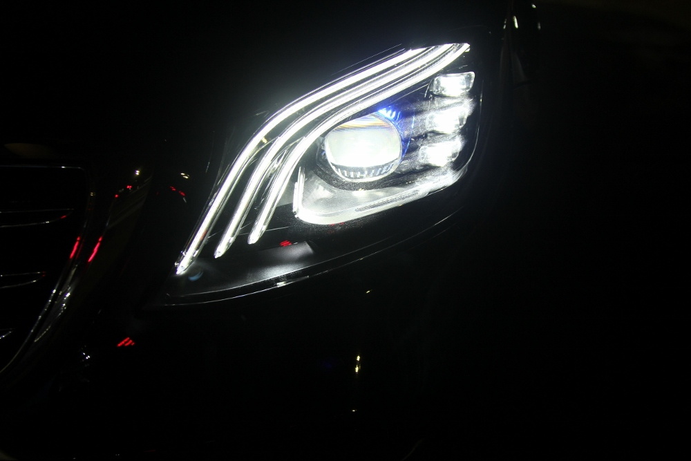 Mercedes-Benz-voi-cong-nghe-Multibeam-tai-MBDA-2019-san-bay-Gia-Lam-Ha-Noi-anh-12