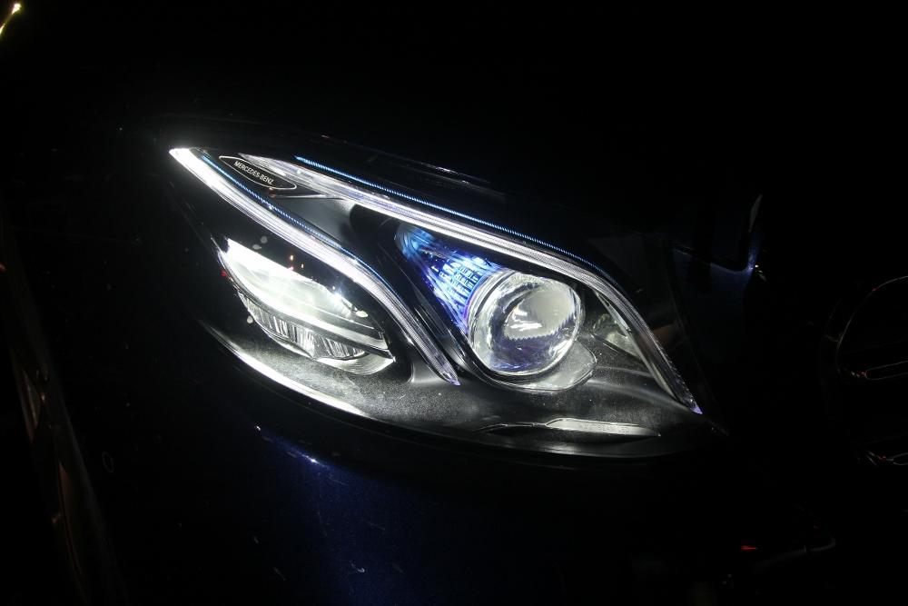 Mercedes-Benz-voi-cong-nghe-Multibeam-tai-MBDA-2019-san-bay-Gia-Lam-Ha-Noi-anh-14