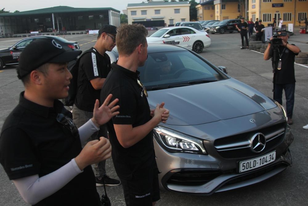 Mercedes-Benz-voi-cong-nghe-Multibeam-tai-MBDA-2019-san-bay-Gia-Lam-Ha-Noi-anh-15