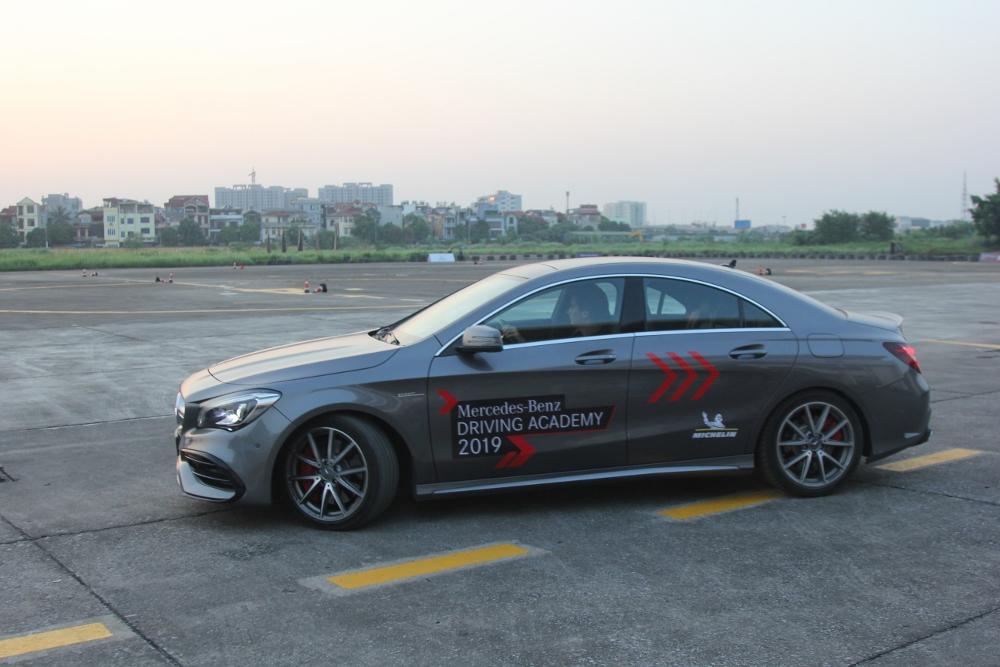 Mercedes-Benz-voi-cong-nghe-Multibeam-tai-MBDA-2019-san-bay-Gia-Lam-Ha-Noi-anh-16