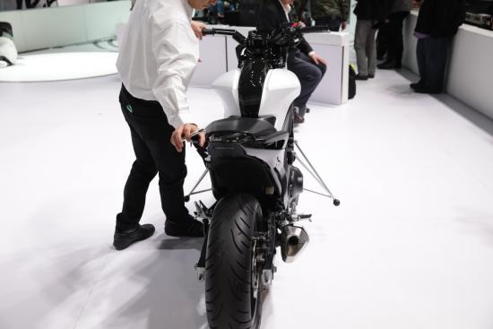 honda-riding-assist-mo-to-tu-can-bang-anh2