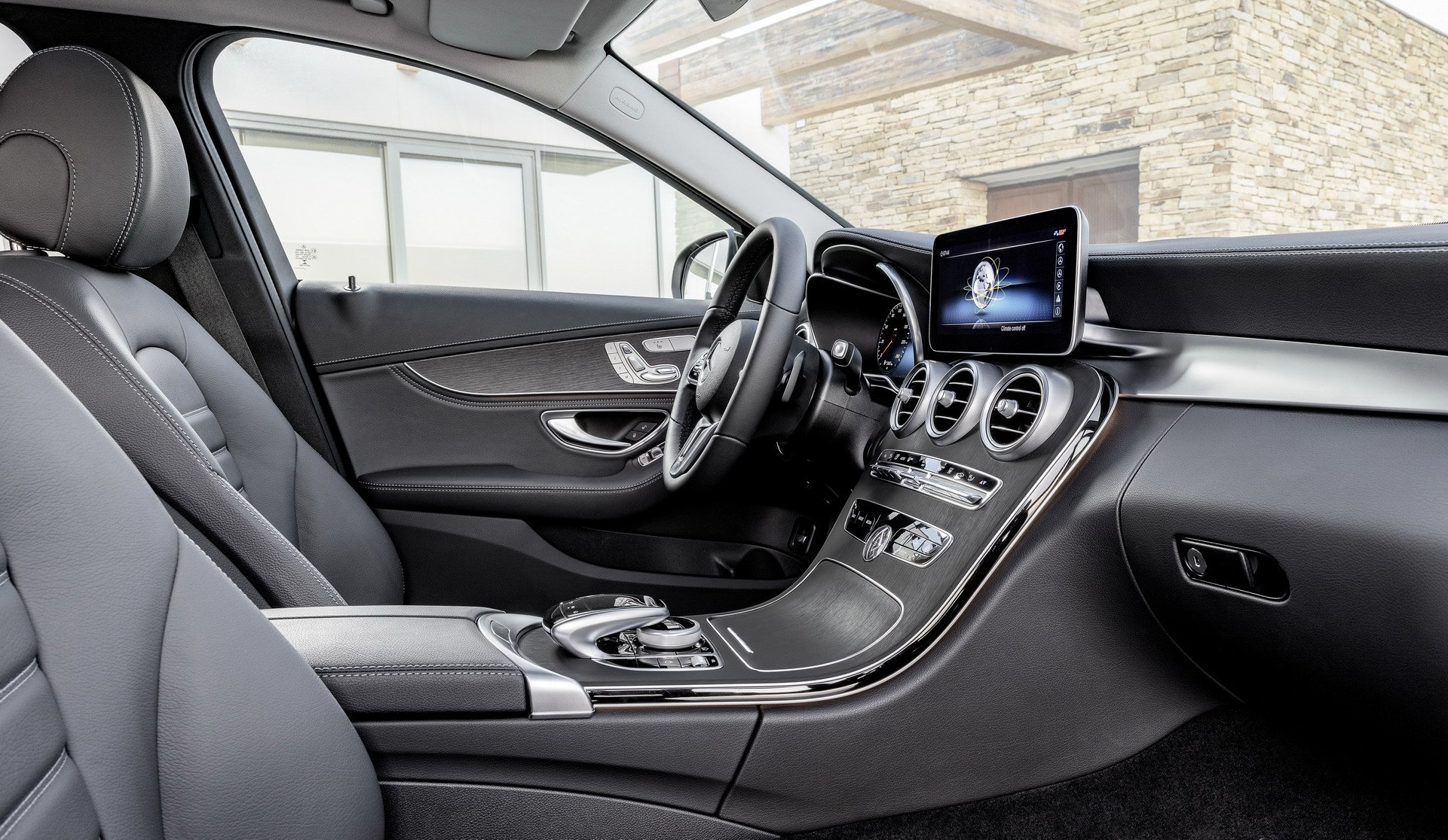 Mercedes-Benz-them-C-Class-2018-ban-may-dau-gia-re-anh-7