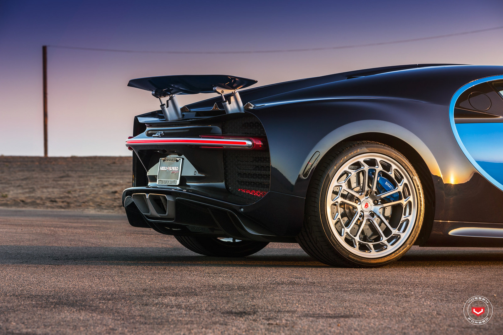 Sieu-xe-Bugatti-Chiron-thoi-mien-nguoi-dung-voi-banh-mam-do-24inch-Vossen-anh-3