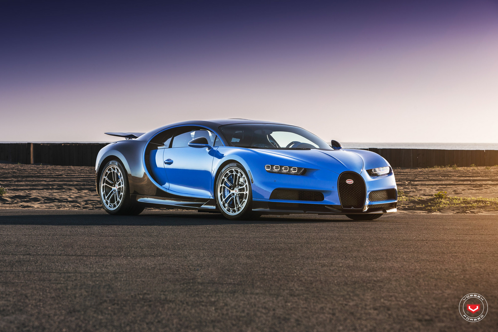 Sieu-xe-Bugatti-Chiron-thoi-mien-nguoi-dung-voi-banh-mam-do-24inch-Vossen-anh-7