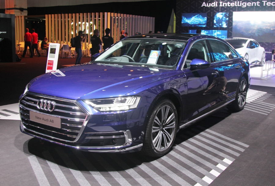 Audi-A8-L-TFSI-3.0-2018-gia-tuong-duong-7-4-ty-dong-anh-1