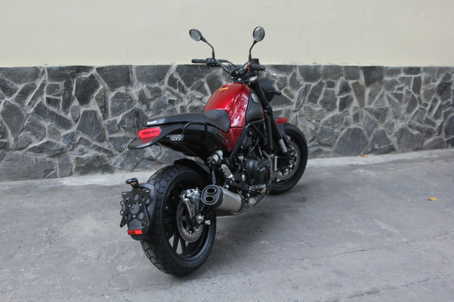 Benelli-Leoncino-500-2019-anh-2